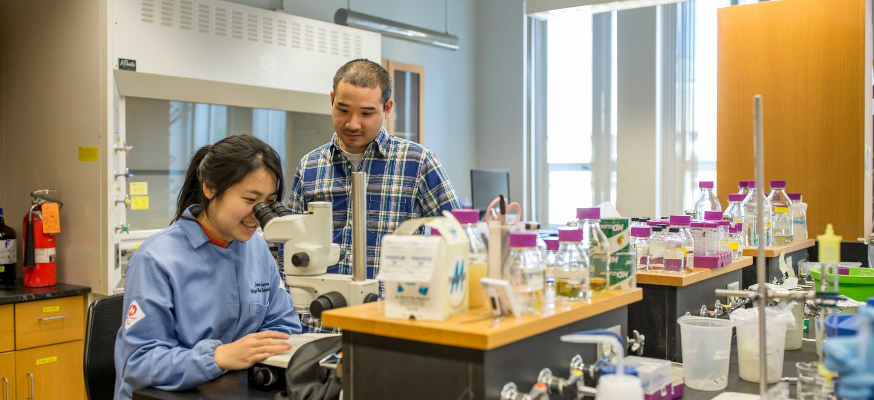 Jie Cheng '16 with Assistant Professor Yan Kung in a science lab